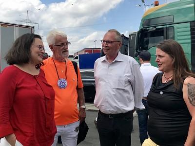 Viel Frust hinterm Steuer – Udo Schiefner und Andrea Nahles treffen Berufskraftfahrer an Rastplatz in Aachen
